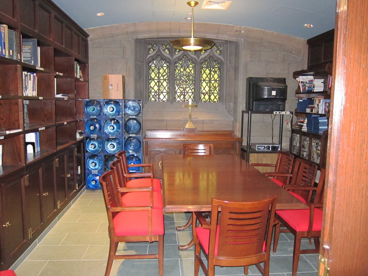 The library, which can be used as a green room and from which it is an easy walk to the chapel's altar.