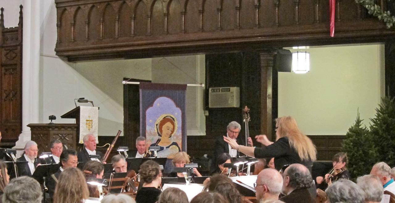 xARTEK_2013-12-29_Mozart_4828_Gwen conducting