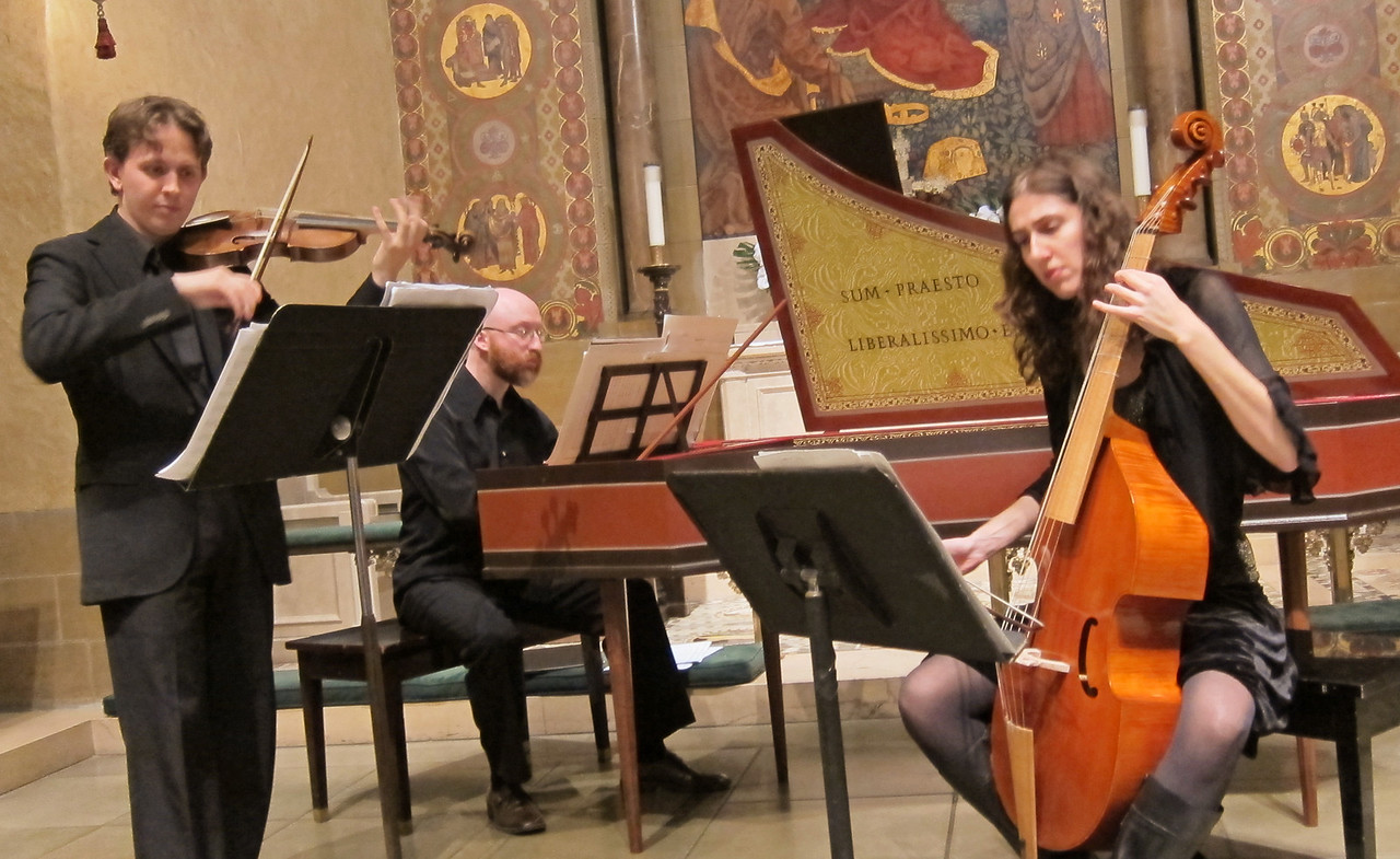 xTrio Coprario_2013-10-31_Midtown Concerts_4592_the ensemble playing